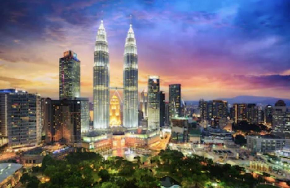 マレーシアクアラルンプールの夜景 ペトロナスツインタワー