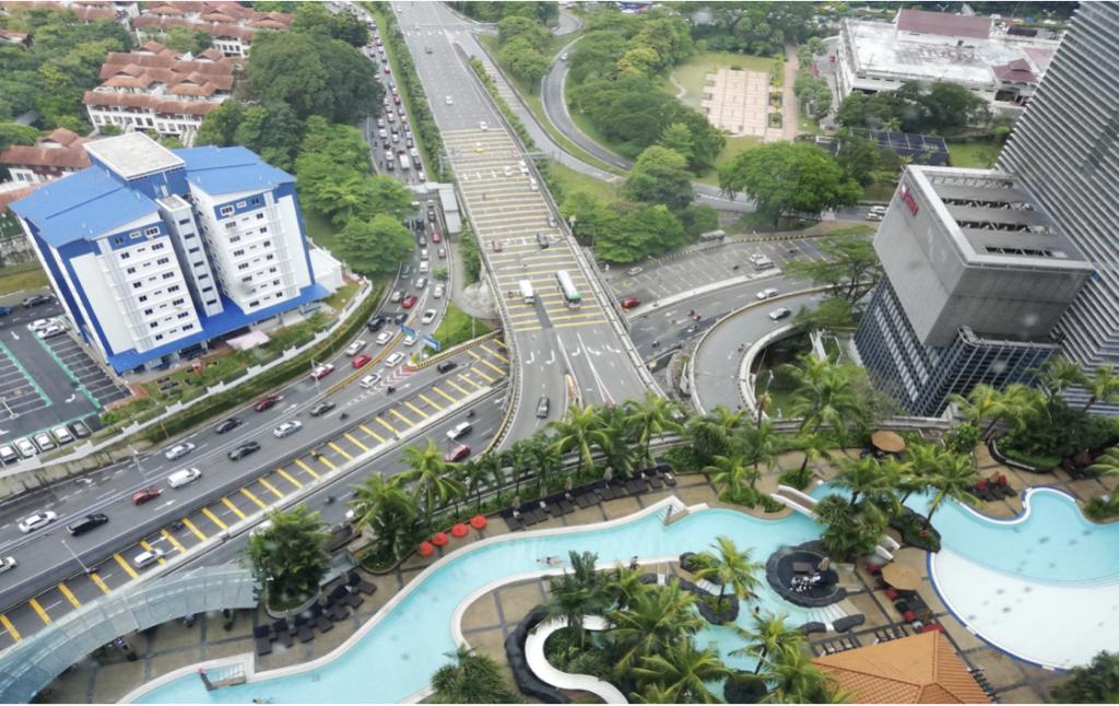 マレーシアのプール、街並み