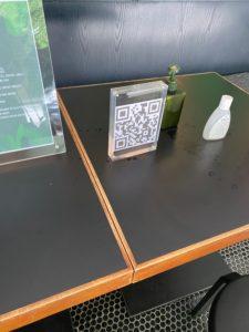 レストラン入口の3Dバーコード